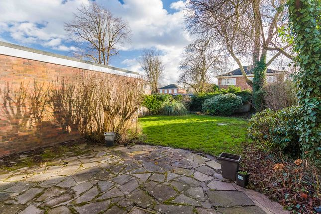 Thumbnail Property to rent in Cotswold Close, Maidenhead