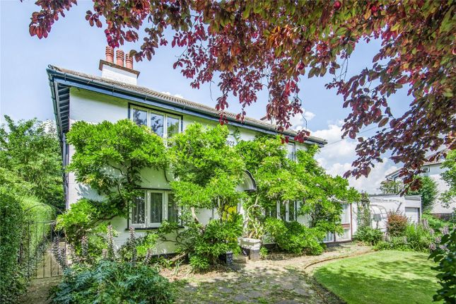3 bed detached house for sale in Cutcliffe Place, Bedford MK40