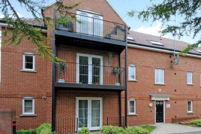 Thumbnail Flat to rent in Red Kite Close, High Wycombe