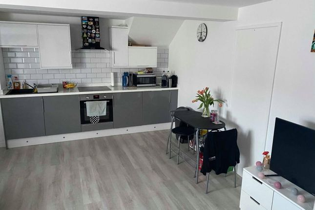 Thumbnail Flat to rent in Blackwater, Camberley