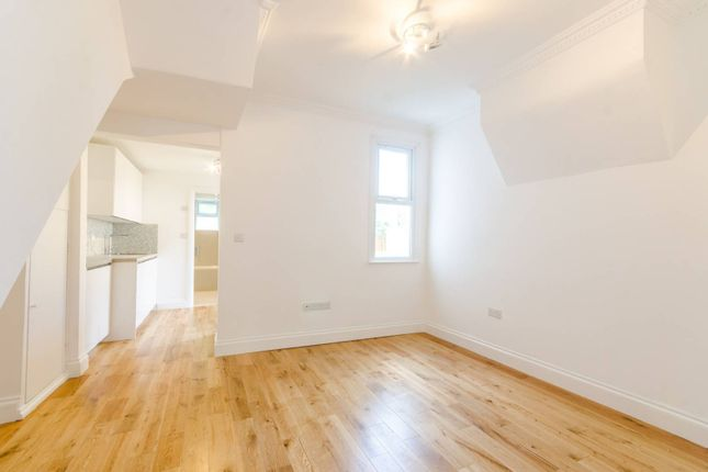 Thumbnail Flat to rent in Coleridge Road, Walthamstow