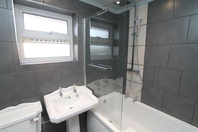 Bathroom of Wood Common, Hatfield AL10