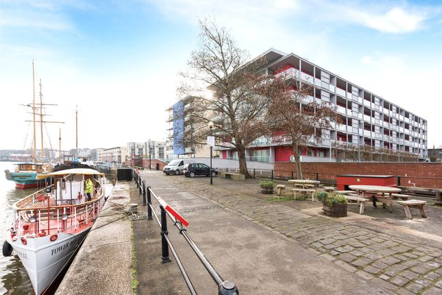Thumbnail Flat for sale in Westgate, Bristol
