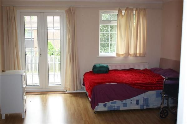 Thumbnail Property to rent in Almond Avenue, Ealing, London