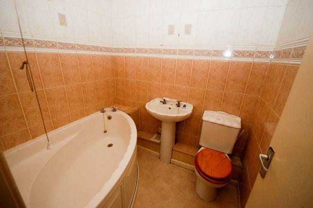 Bathroom of Burlington Close, Sunderland SR2