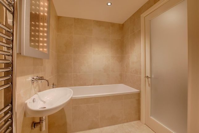 Family Bathroom of Monyash Road, Bakewell DE45