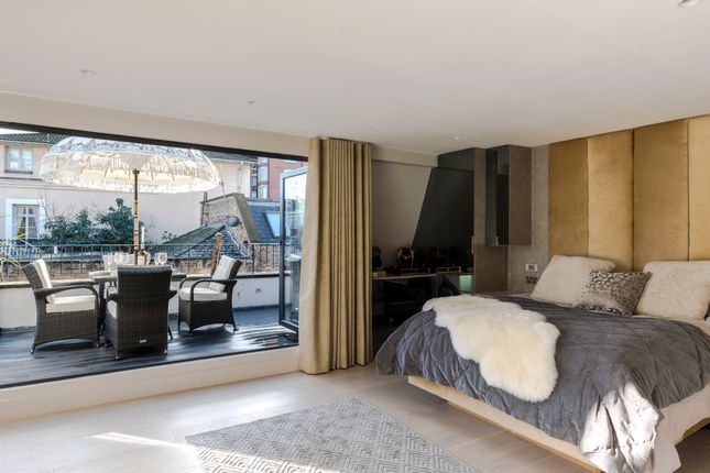Thumbnail Town house to rent in Queens Mews, London