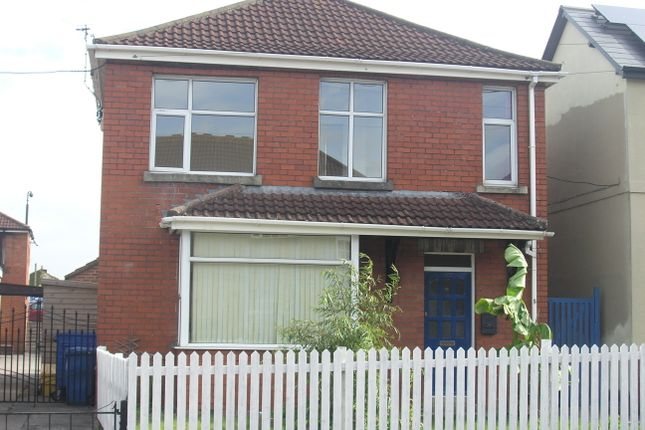 3 bed detached house to rent in Haynes Road, Westbury