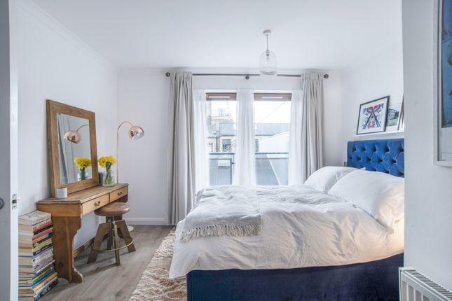 Thumbnail Flat for sale in Atlantic House, 14 Waterson Street, London