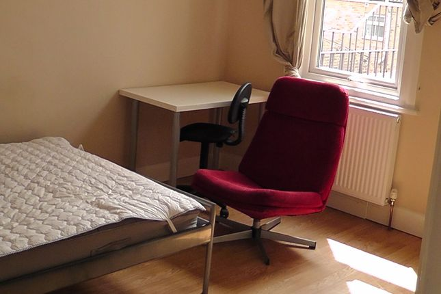 Thumbnail Flat to rent in Park Road, Central Kingston, Kingston Upon Thames