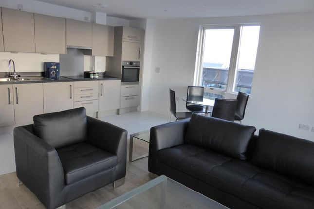 2 bed flat to rent in 17 Bessemer Place, Platinum River, North Greenwich, London SE10