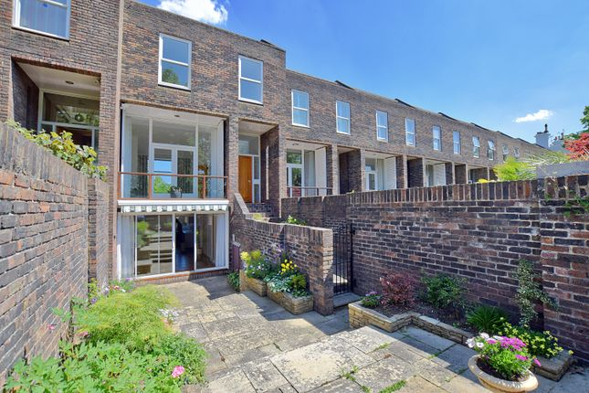 Thumbnail Terraced house to rent in The Green, Richmond