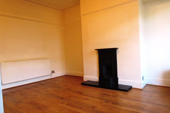 2 bed property to rent in woodhall road thornbury bradford bd3 living room of woodhall road thornbury bradford bd3 solutioingenieria Choice Image