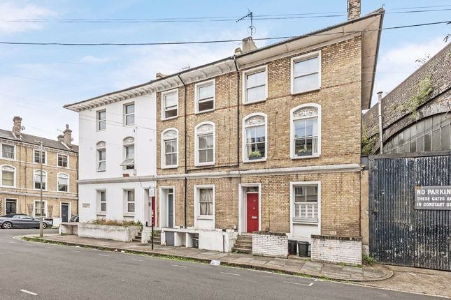 Flat for sale in Southolm Street, London