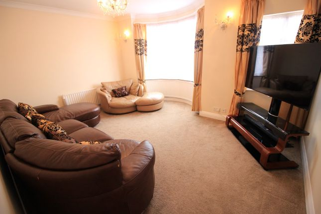 Thumbnail Detached house to rent in Hanworth Road, Whitton, Hounslow