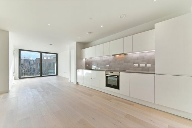 Thumbnail Flat to rent in Masthead House, Royal Wharf, London