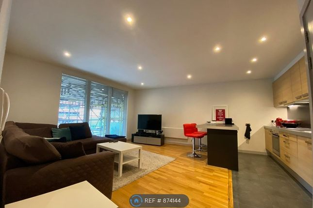 1 bed flat to rent in The Heart, Walton-On-Thames KT12