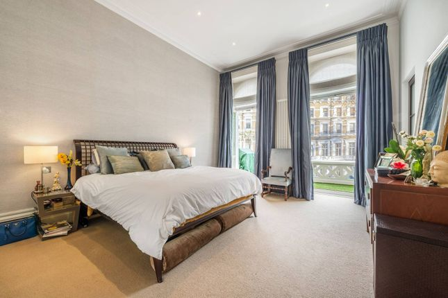 Thumbnail Flat for sale in Emperors Gate, South Kensington, London