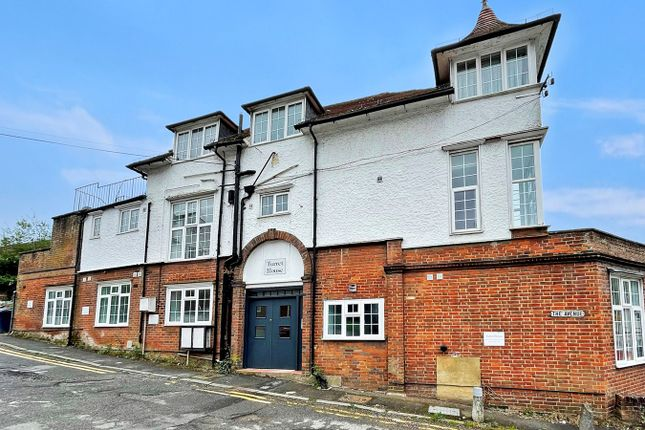 1 bed flat to rent in The Avenue, Amersham HP7