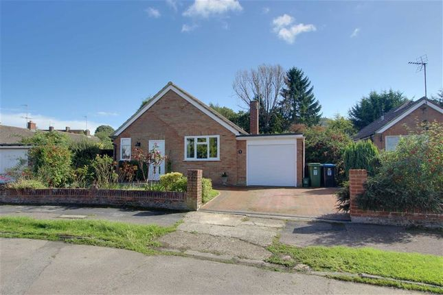 2 bed detached bungalow for sale in Cobbetts Ride, Tring