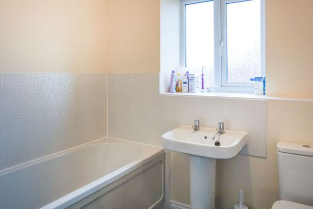Family Bathroom of Duddell Street, Telford TF4