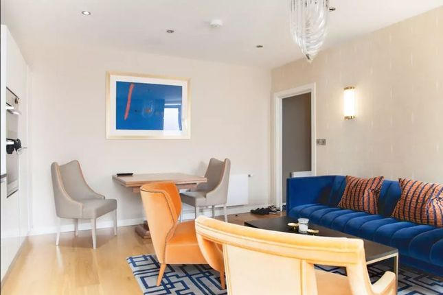 2 bed flat to rent in Alie Street, London