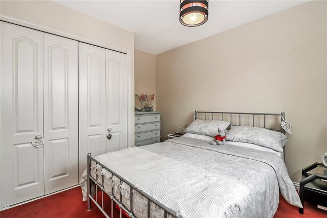 Bedroom of Nightingale Close, Abbots Langley WD5