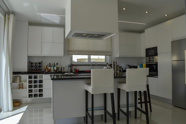 Kitchen of Avenida Tivoli, Edificio Europa, Vilamoura, Loulé, Central Algarve, Portugal
