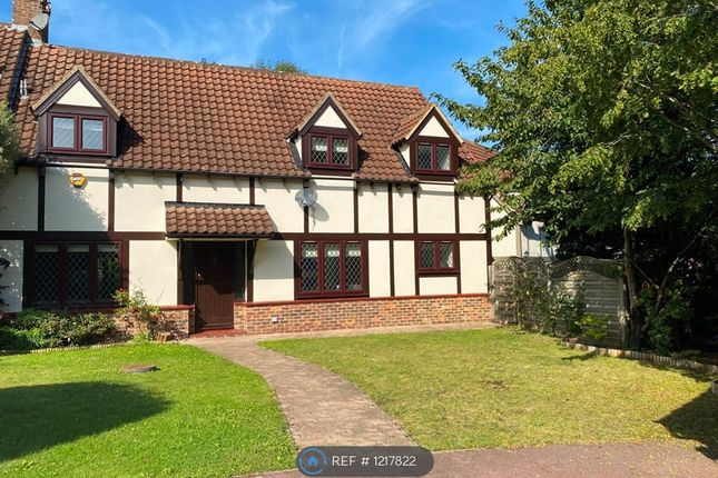 4 bed semi-detached house to rent in Shelsley Drive, Langdon Hills SS16