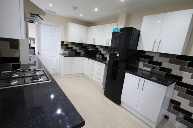 Thumbnail Property to rent in Lyndhurst Road, Luton