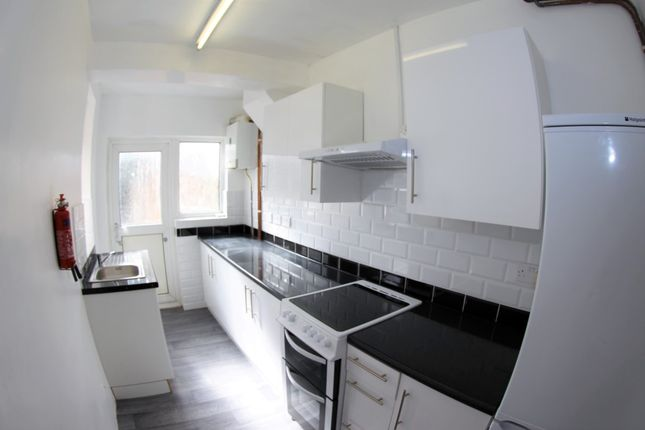 5 bed semi-detached house to rent in Bartford Close, Mill Hill