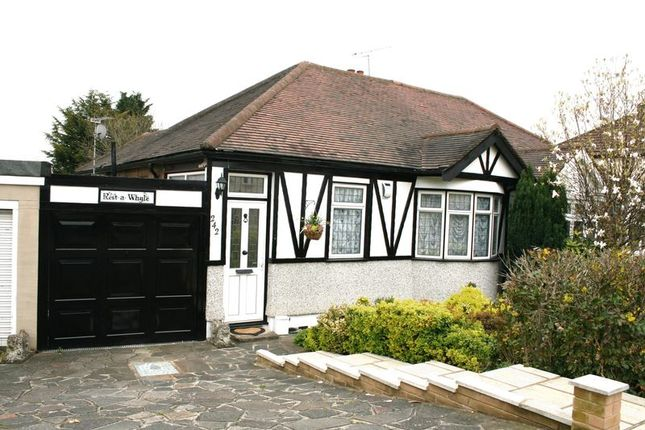 Thumbnail Bungalow to rent in Havering Road, Romford