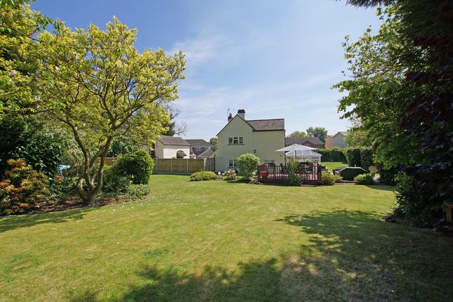 Thumbnail Cottage for sale in Linthurst Newtown, Blackwell