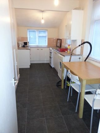 Thumbnail Semi-detached house to rent in Leeshall Crescent, Fallowfield
