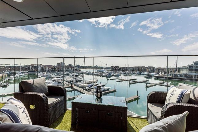 Flat for sale in Ocean Way, Southampton, Ocean Village, Hampshire
