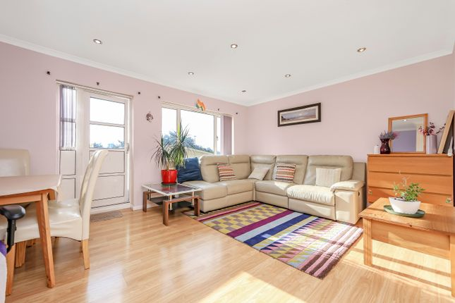3 bed flat for sale in Boston Manor Road, Greater London TW8