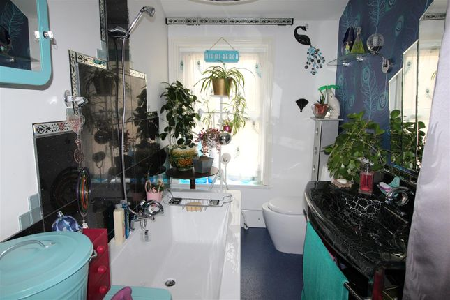 Bathroom of Abbey Drive East, Grimsby DN32