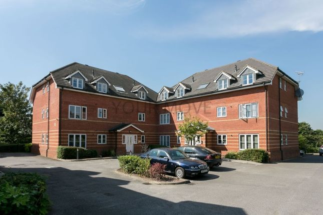 2 bed flat to rent in Riverhead Close, Walthamstow, London E17