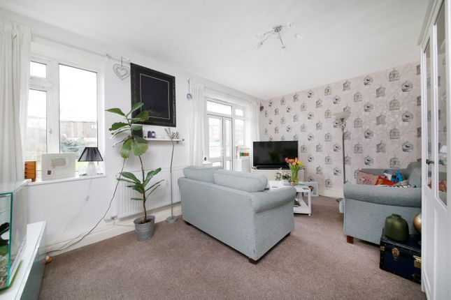 Thumbnail Flat for sale in Perry Vale, London