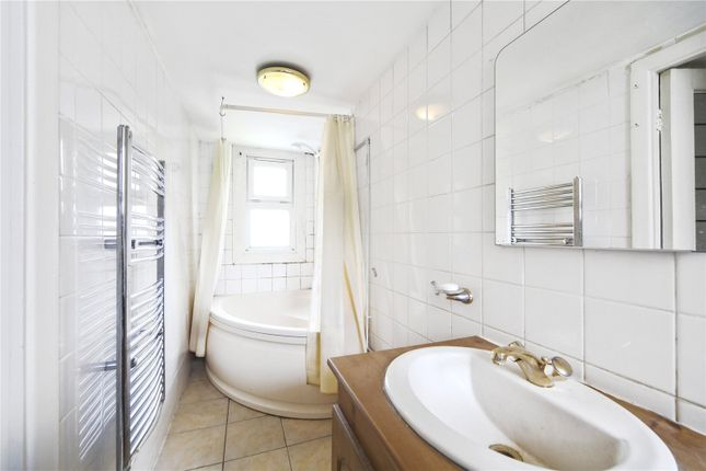 Bathroom of Oak Court, St. Albans Villas, London NW5
