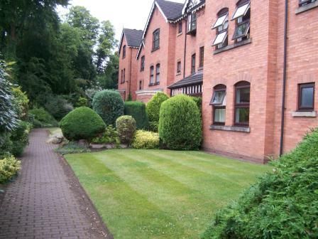 Thumbnail Flat to rent in Clifton Rd, Heaton Moor, Stockport
