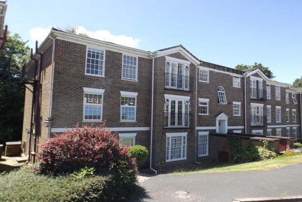 Thumbnail Flat to rent in Heathfield Green, Midhurst