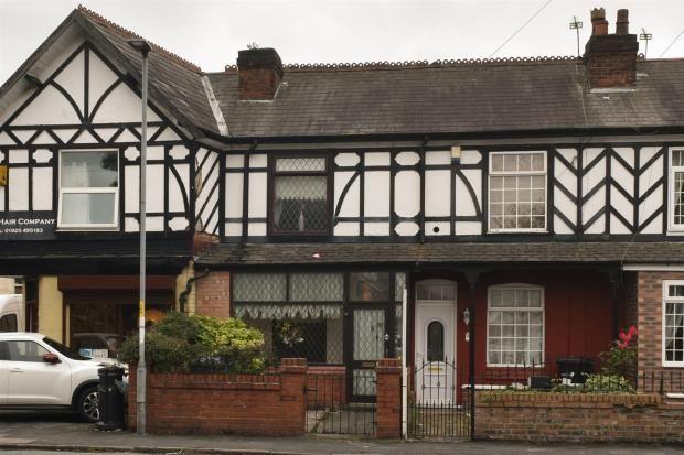 2 bed cottage for sale in sandy lane warrington wa2. Black Bedroom Furniture Sets. Home Design Ideas