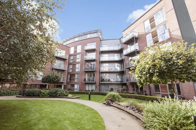 Thumbnail Flat to rent in The Heart, Walton-On-Thames