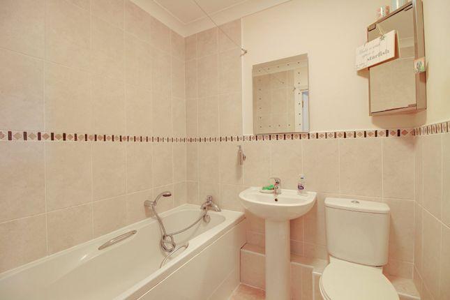 Bathroom of Courtenay Park Road, Newton Abbot TQ12