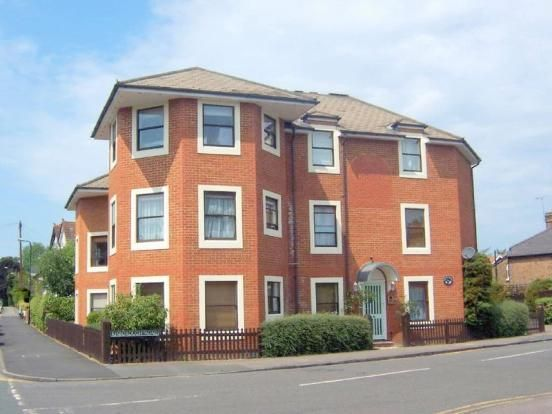 2 bed flat to rent in Norfolk Road, Maidenhead
