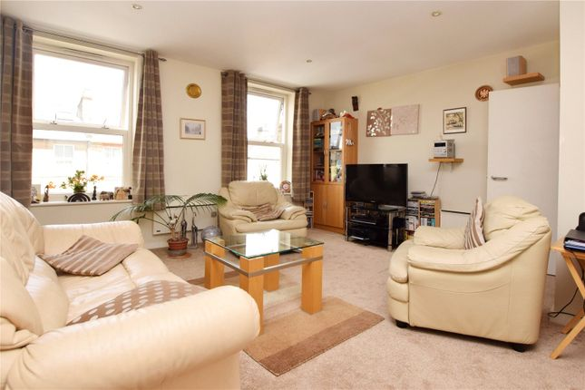Picture No. 06 of North West Apartment, 25 Woodford Road, Watford, Hertfordshire WD17
