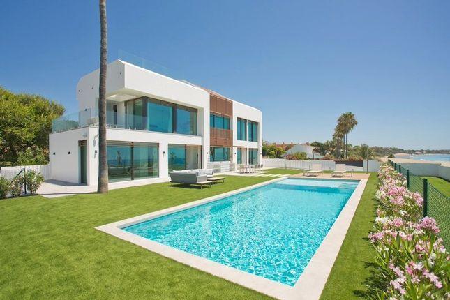 Thumbnail Villa for sale in El Saladillo, New Golden Mile, Estepona