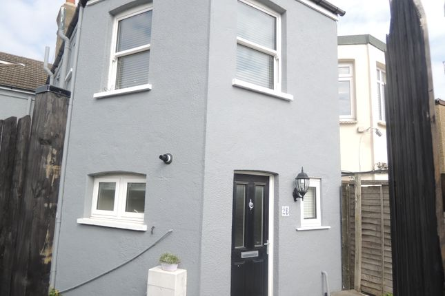 Thumbnail Cottage to rent in Alston Road, Barnet
