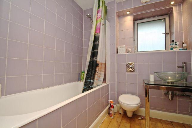 Bathroom of Angel Court, Lewisham, London SE13
